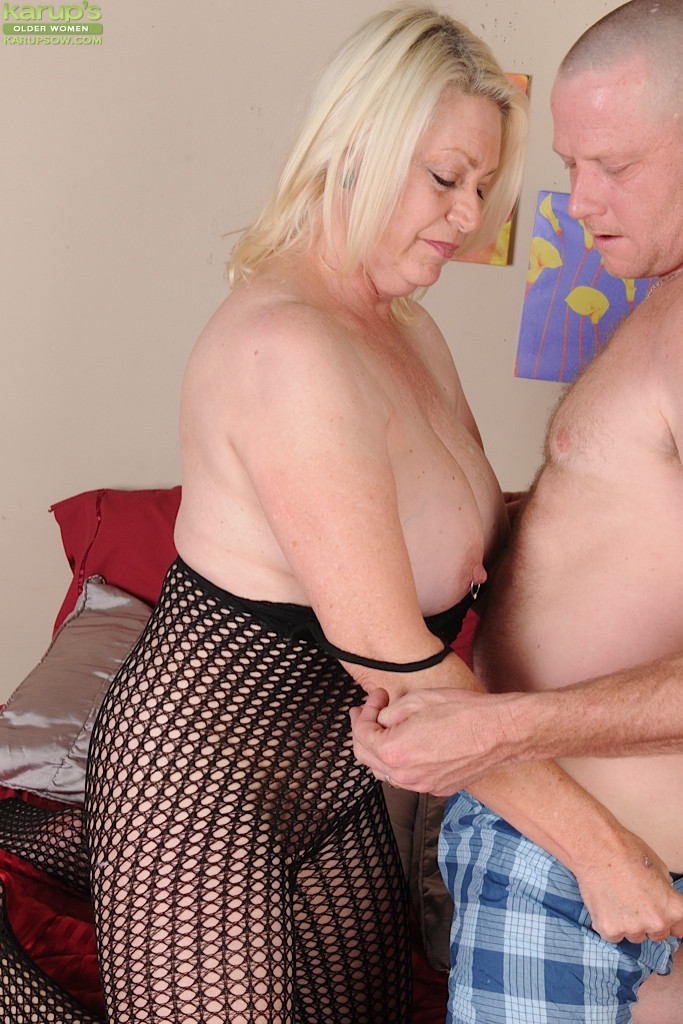 Chubby mature blonde blowjobs