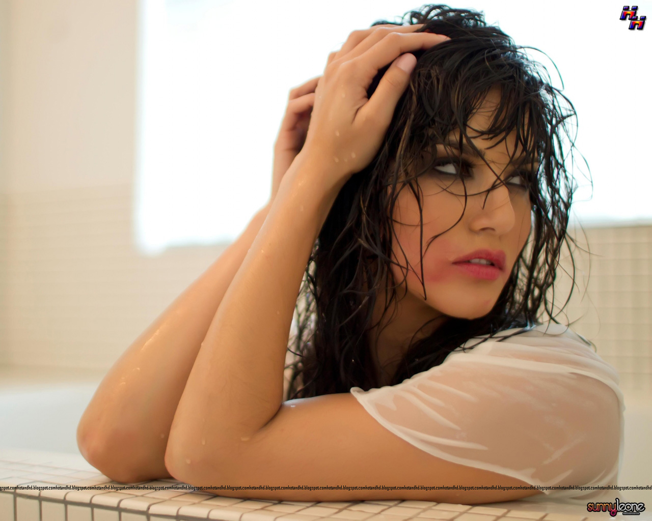 Sunny leone nude wallpapers