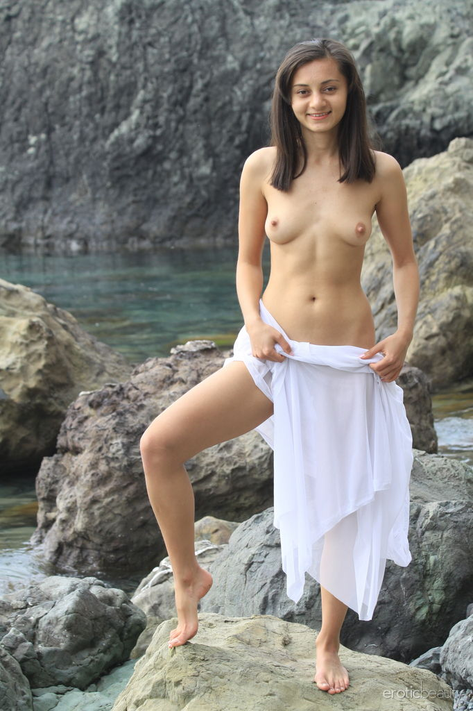 Sexy hot women nude in the wilderness