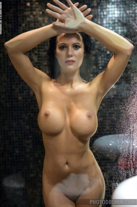 Super hot young busty nude women